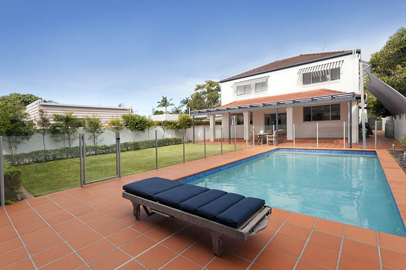 Modern backyard with pool in the Perth Suburb of Cottesloe